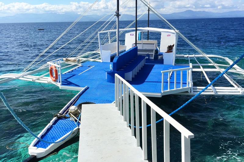 Kasai Village Dive Boat2
